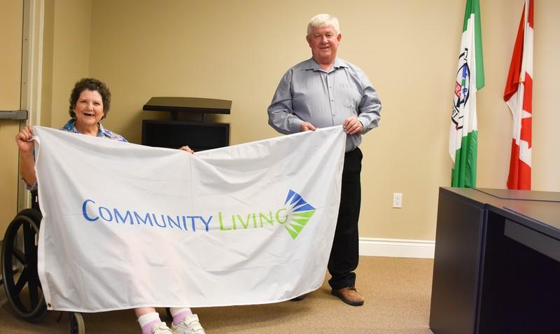 <b>Sandra Jarbo & Mayor John Reinwald</b><br />Sandra Jarbo presents the Community Living Flag to Mayor John Reinwald, Town of Laurentian Hills
