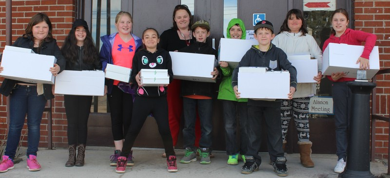 <b>Children from Holy Name School pick up their lunches</b>