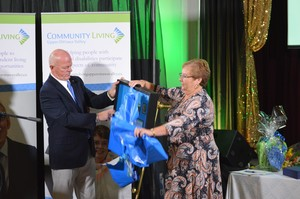 Chris Grayson & Shelley O'Malley unwrapping CQL Certificate of Achievement